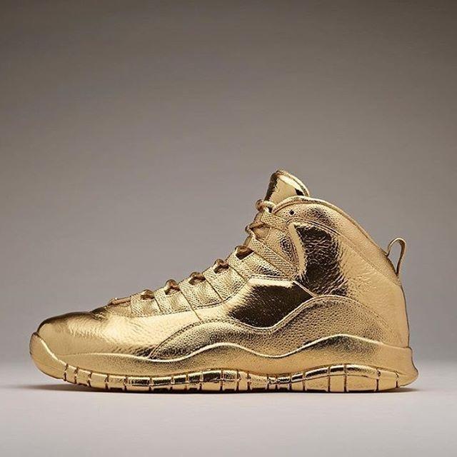 OVO x Air Jordan 10s de ouro 24 quilates (Foto: Reprodução/Instagram)