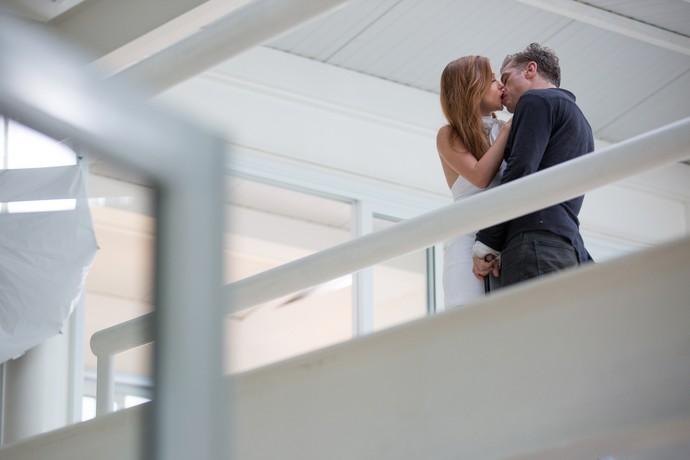 Arthur e Eliza vivem clima de romance em mansão (Foto: Fabiano Battaglib / Gshow)