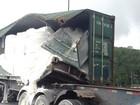 Batida entre carretas interdita rodovia Cônego D. Rangoni, em Cubatão