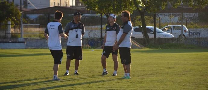 comissão técnica do Botafogo-PB (Foto: Larissa Keren / GloboEsporte.com/pb)