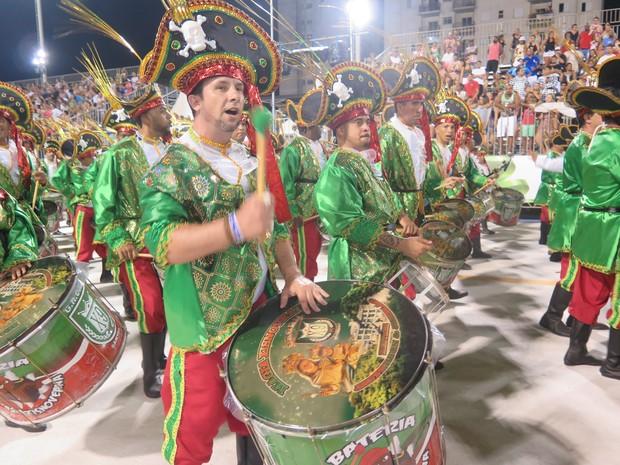 Diretor De Carnaval Deixa Tradicional Escola De Sp: Veja Como Foi O 2º Dia De Desfile Das Escolas De