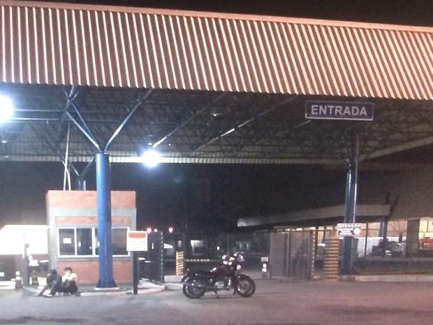 Indústria do Grupo Cristal Alimentos, em Aparecida de Goiânia, Goiás (Foto: Reprodução/ TV Anhanguera)