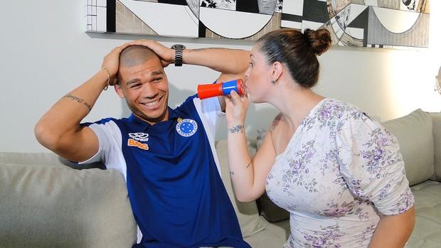 Nilton com a esposa Cruzeiro  (Foto: Maurício Paulucci)