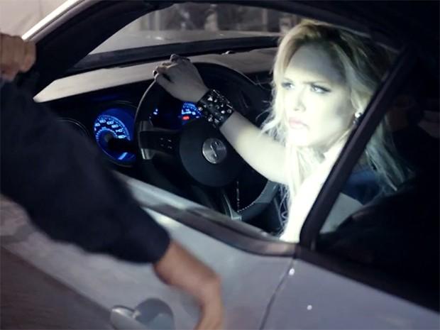 Megan Lily Parker-Marra durante uma blitz da polícia em São Francisco, Califórnia (Foto: Fato na Rede)