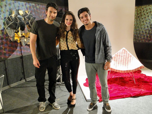 Sérgio Marone com Agatha Moreira e Rodrigo Simas no estúdio (Foto: Malhação / TV Globo)