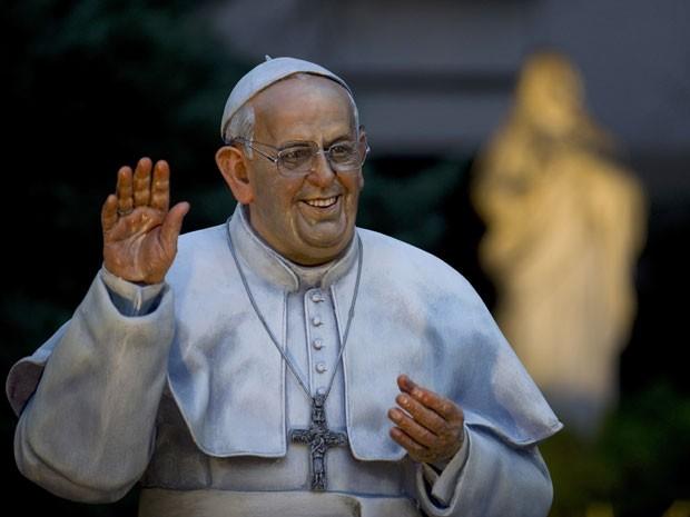 Estátua do papa Francisco criada pelo artista Fernando Pugliese (Foto: Alejandro Pagni / AFP)