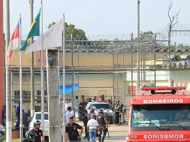 Presos foram transferidos para a Unidade Prisional do Puraquequara, na Zona Leste de Manaus (Foto: Tiago Melo/G1 AM)