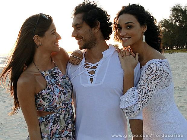 Amigos fora de cena, Maria, Ligabue e Débora adoraram a oportunidade de gravarem juntos (Foto: Flor do Caribe / TV Globo)