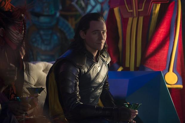 Tom Hiddleston como Loki em cena do filme Thor: Ragnarok (Foto: Jasin Boland / Marvel Studios / Divulgação)