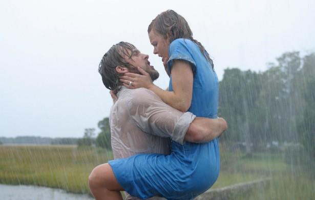 Ryan Gosling e Rachel McAdams se detestavam tanto quando filmaram 'Diário de uma Paixão' (2004) que o ator chegou a pedir que trocassem seu par na trama. Os dois eram vistos berrando um com o outro. E, após o lançamento nos cinemas... Virou amor. Os protagonistas namoraram por cerca de três anos. (Foto: Divulgação)