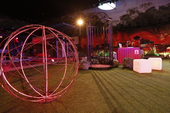 Uma bola vermelha reluzente para dar maior charme à festa (Foto: Raphael Dias/Gshow)