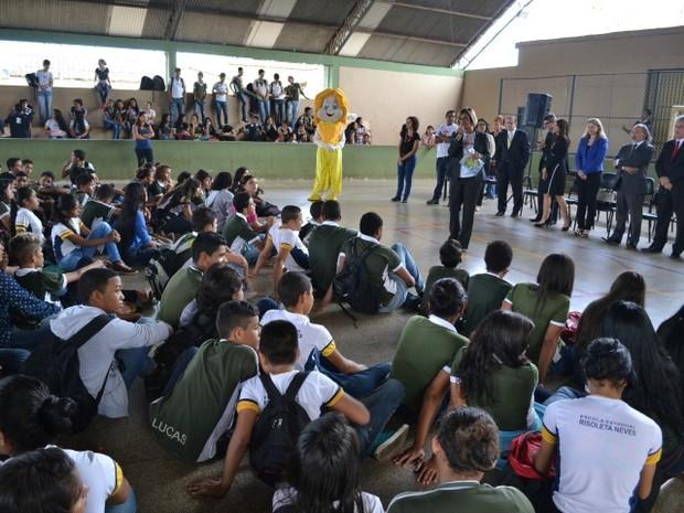 Alunos da Escola Risoleta Neves durante ação (Foto: Assessoria/ Divulgação)