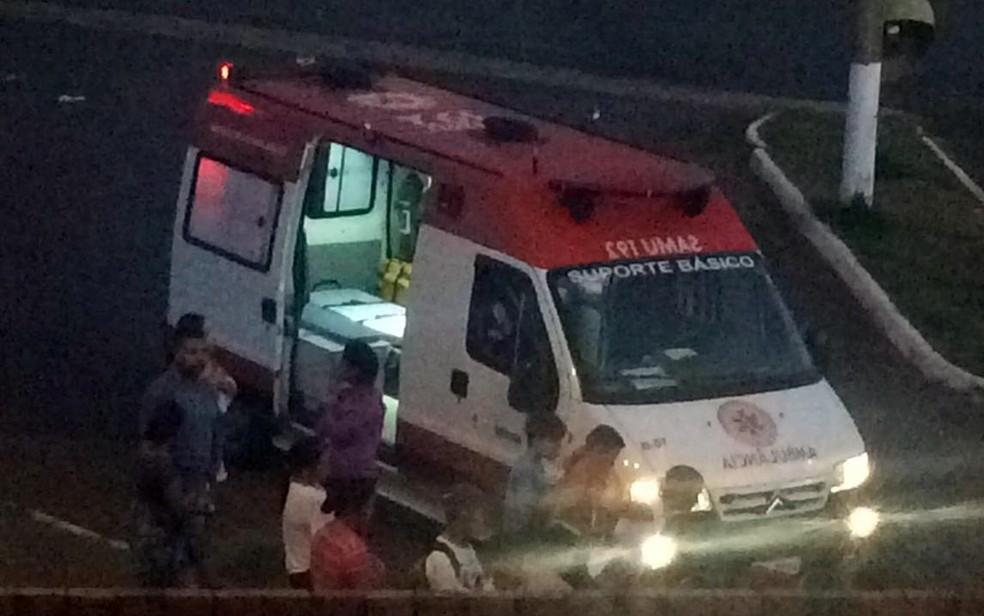 Menino ficou ferido depois de ser cortado por linha com cerol em Itapetininga (SP) (Foto: Carla Monteiro/ TV TEM)