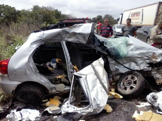 Quatro pessoas da mesma família morreram em acidente na BR-020 (Foto: Sigisvaldo Vilares / Blog do Sigi Vilares)