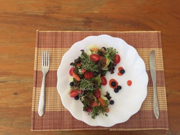 Dieta da Anamara - Prato 1: Salada com vinagrete de morango (Foto: Divulgação / Arquivo pessoal)