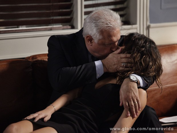 Os dois se beijam (Foto: Amor à Vida / TV Globo)