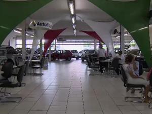 Vendas de carros caiu mais de 30% em 2015 (Foto: Reprodução/ TV Vanguarda)