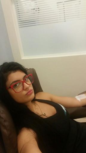 Camila Vernaglia toma soro no hospital (Foto: Divulgação  )