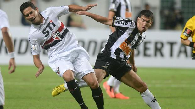Ganso e Leando Donizete, Atlético-MG x São Paulo (Foto: AP)