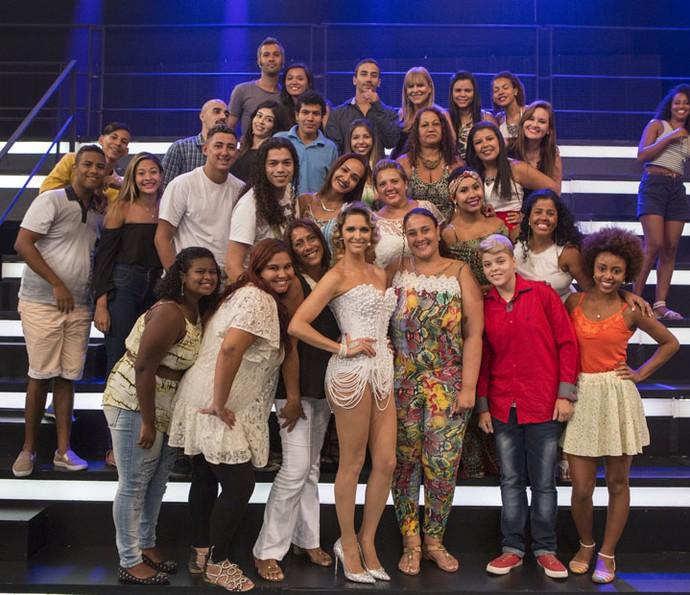 Fernanda posa junto com o público (Foto: Felipe Monteiro/Gshow)