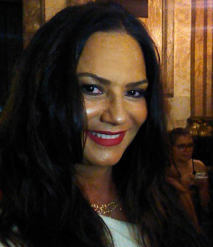 Luiza Brunet faz selfie no Theatro Municipal (Foto: Gshow)