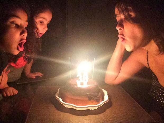 Samara Felippo comemora aniversário com as filhas, Alícia e Lara (Foto: Instagram/ Reprodução)