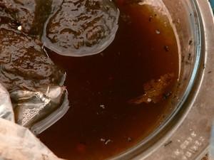 Materiais do ecoponto têm água parada (Foto: Rodrigo Sargaço/EPTV)