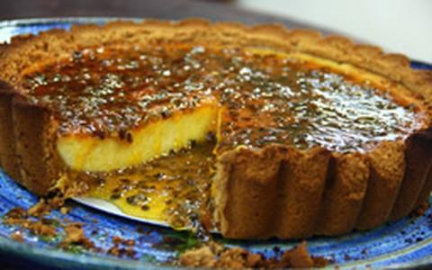 Receita de Olivier Anquier: cheesecake com calda de maracujá