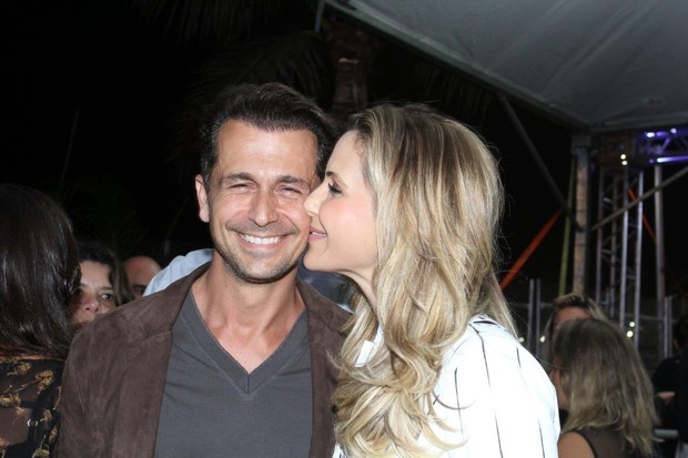 Guilhermina Guinle com o marido Leonardo Antonelli em show no Rio (Foto: Alex Palarea e Felipe Assumpção / AgNews)