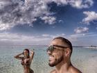 Belo e Gracyanne Barbosa exibem músculos em registro das férias