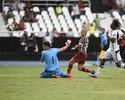 """Henrique mantém pés no chão após goleada: """"Muito a melhorar ainda"""""""