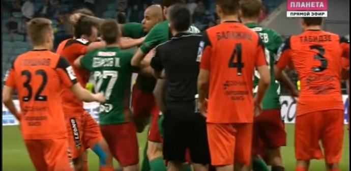 """BLOG: Brasileiro se envolve em briga na final da Copa da Rússia: """"Não tive outra opção"""""""