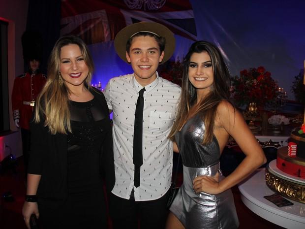 Ex-BBB Maria Claudia, a Cacau, com Gabriel Kaufmann em festa na Tijuca, Zona Norte do Rio (Foto: Rogerio Fidalgo/ Ag. News)