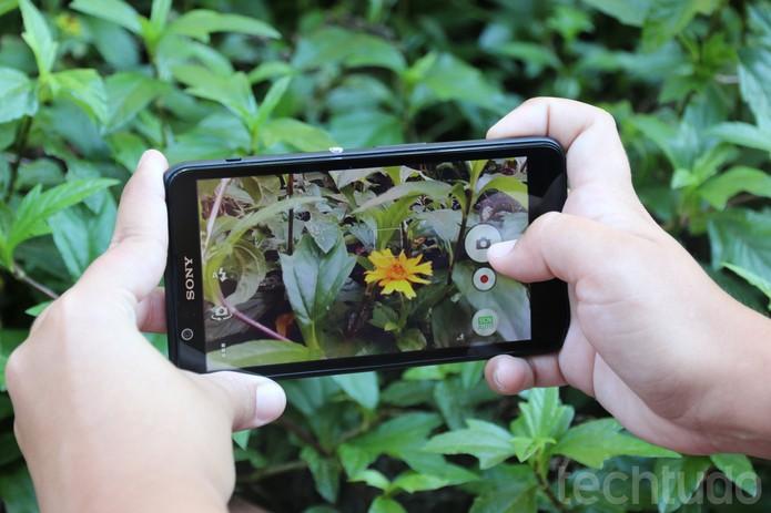 A câmera doSony Xperia E4 tem qualidade mediana (Foto: Luana Marfim\TechTudo)