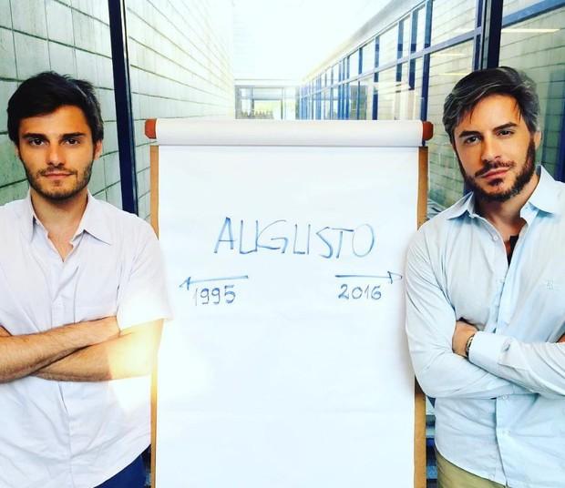 Hugo Bonemer e Ricardo Tozzi dividem o personagem em A Lei do Amor (Foto: Reprodução/Instagram)