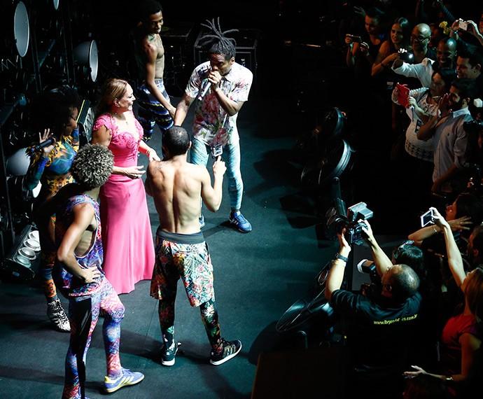 Suzana Vieira sobe no palco do Dream Team do passinho! (Foto: Raphael Dias/Gshow)