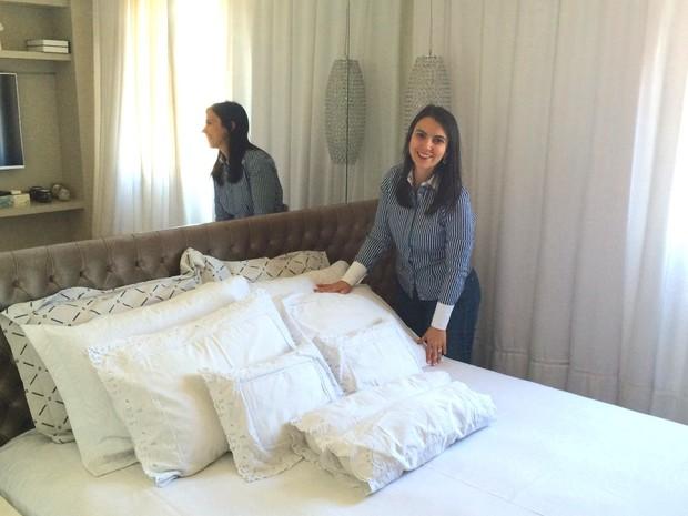 Lorena Gasel conta que ganhou tempo e dinheiro ao adquirir um apartamento decorado em Goiânia, Goiás (Foto: Paula Resende/ G1)