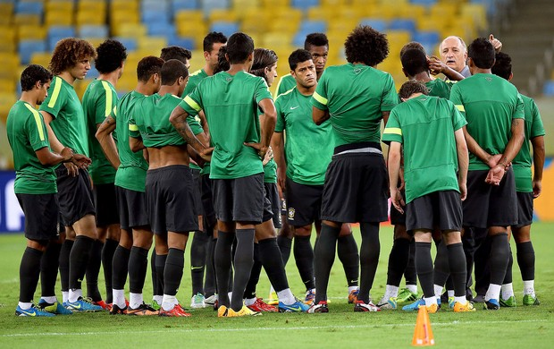 Felipão jogadores treino reconhecimento Maracanã (Foto: EFE)