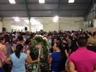 Família morta em acidente no Ceará é enterrada sob comoção pública no PR