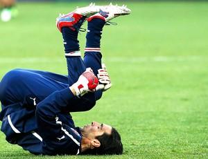 Buffon no treino da Itália (Foto: Reuters)