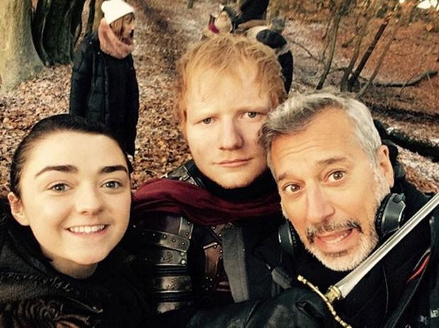 Maisie Williams, Ed Sheeran e Jeremy Podeswa (Foto: Reprodução)