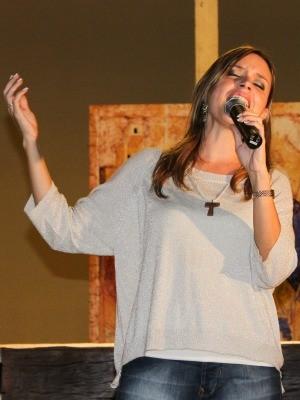 Ana Gabriela vai cantar em um dos atos cnetrais da JMJ (Foto: Ana Gabriela/Arquivo Pessoal)