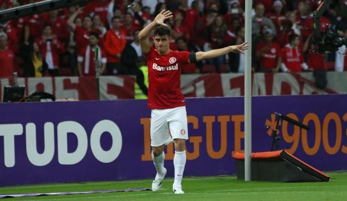 Alex marcou o quarto gol do Inter e lembrou do amigo Fernandão (Foto: Diego Guichard/GloboEsporte.com)