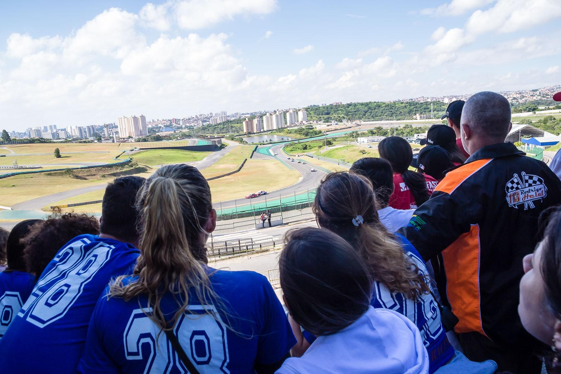 De olho na pista (Foto: Divulgação/Andre Lemes)