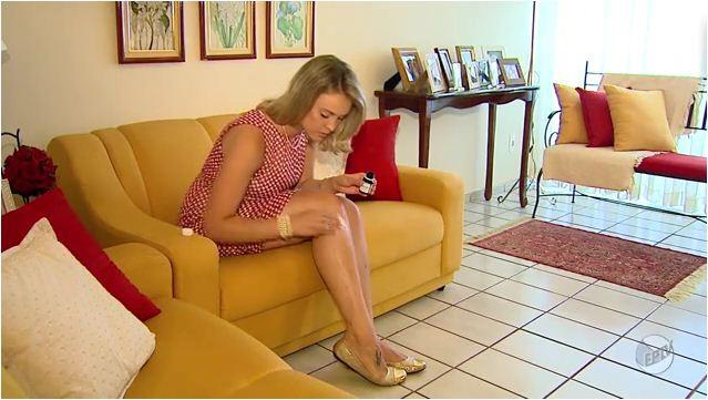 Marcela consome diariamente cápsulas de colágeno no combate a celulite (Foto: Reprodução EPTV)