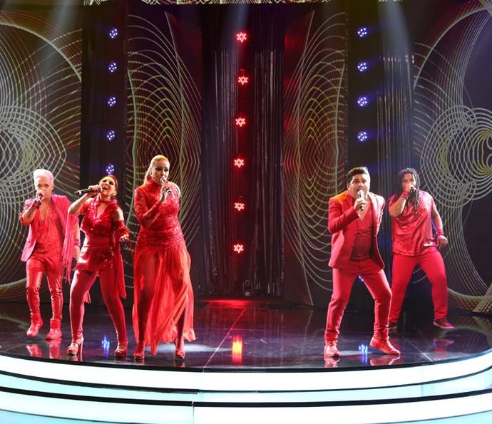 O grupo cantou sucesso que foi tema na novela 'Avenida Brasil' (Foto: Carol Caminha/Gshow)