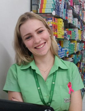 Atendente de uma farmácia, Giana fala sobre o que sabe de Minas Gerais (Foto: Régis Melo)