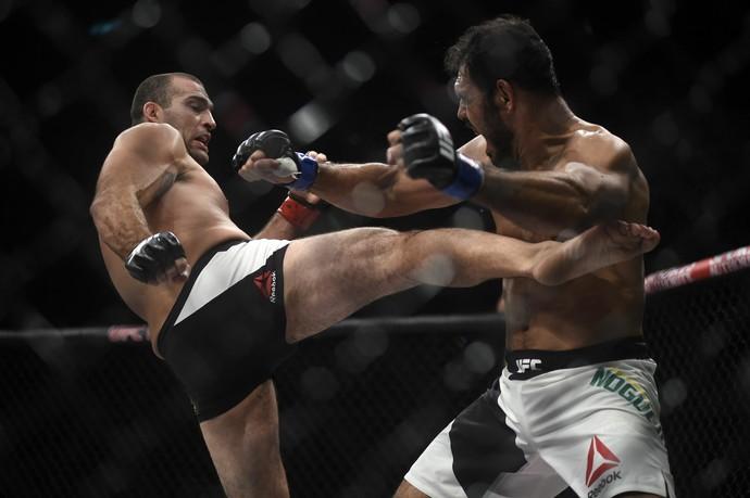 Maurício Shogun Rogério Minotouro UFC 190 UFC Rio MMA (Foto: André Durão)