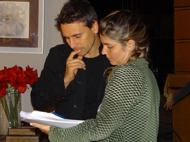 Ator bate o texto antes da primeira gravação (Foto: Salve Jorge / TV Globo)