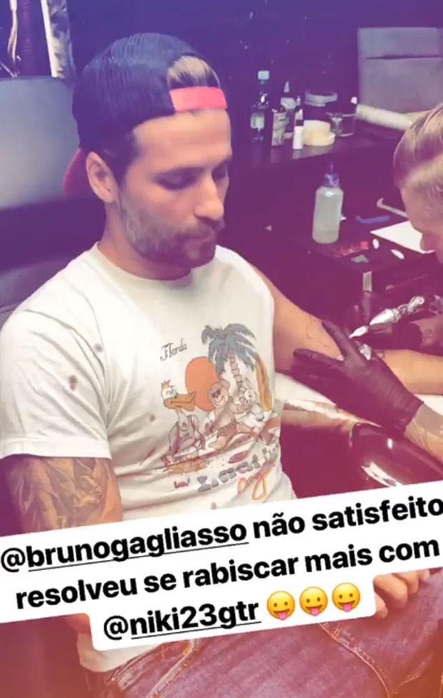 Bruno Gagliasso e seu novo 'rabisco', segundo Giovanna Ewbank (Foto: Reprodução Instagram)